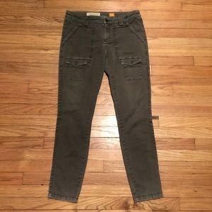 Anthropologie Pilcro green skinny leg pants - sz 4